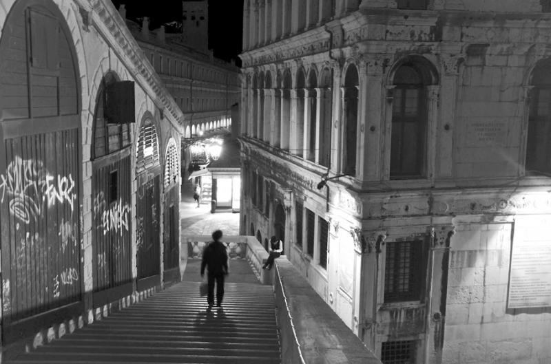 圣托尼桥上的孤魂.jpg